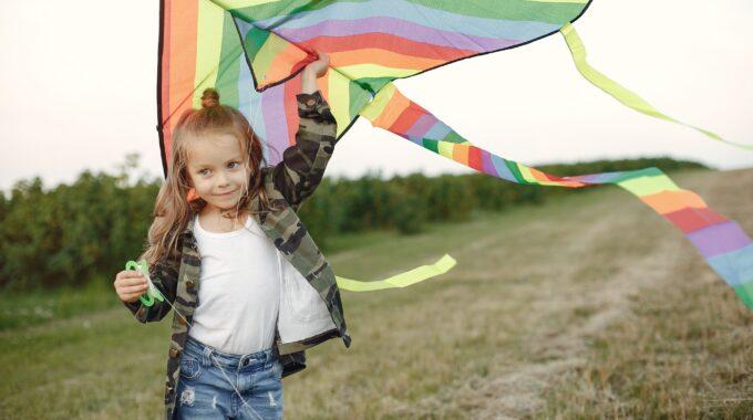 Espacios coloridos: el poder del arcoíris en el yoga para niños